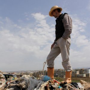 Jeremy_Irons_walks_along_landfill